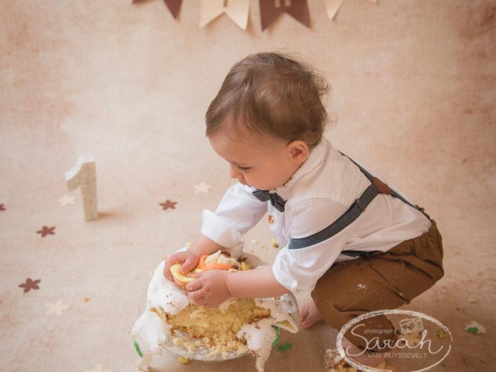 smash de taart, feestje voor 1 jarige, eerste stukje taart, Sarah Van Ruyssevelt Photography