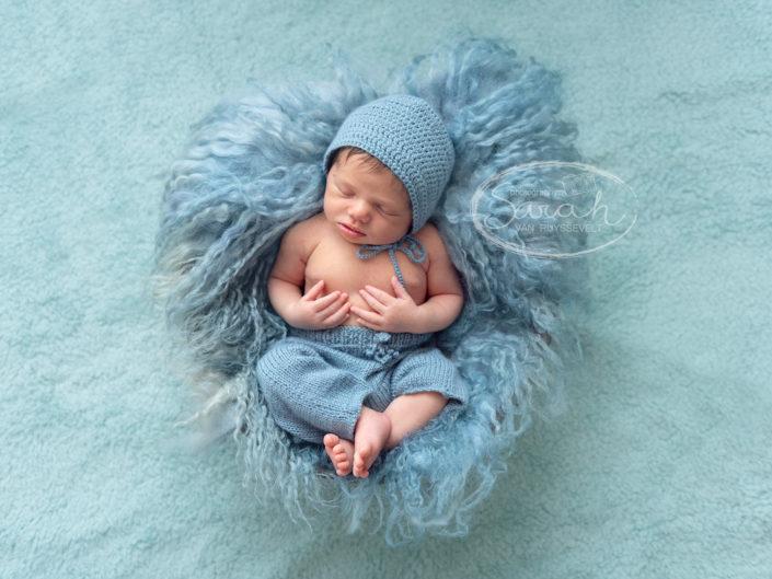 newborn in een ton, Sarah Van Ruyssevelt Photography