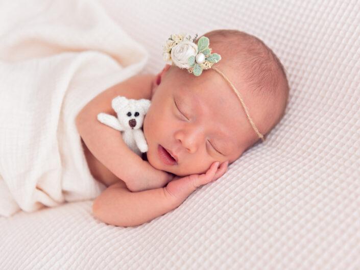 newborn op beanbag, pageboren baby