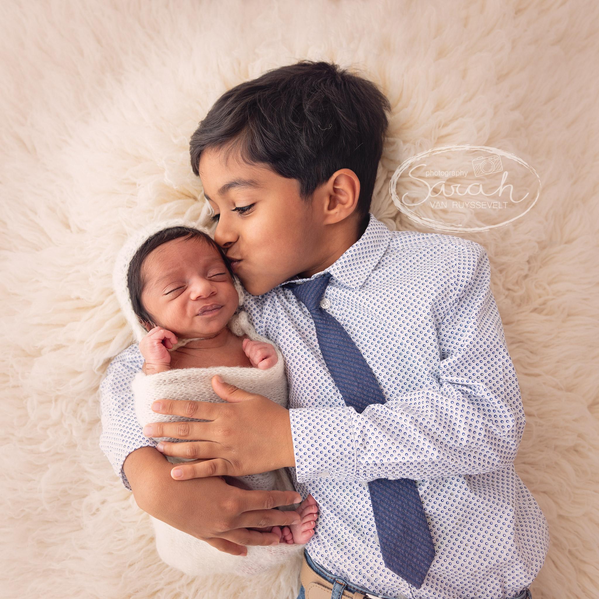 newborn, newborn met broer, broers, pasgeboren baby, Sarah Van Ruyssevelt Photography, 14 dagen oud,