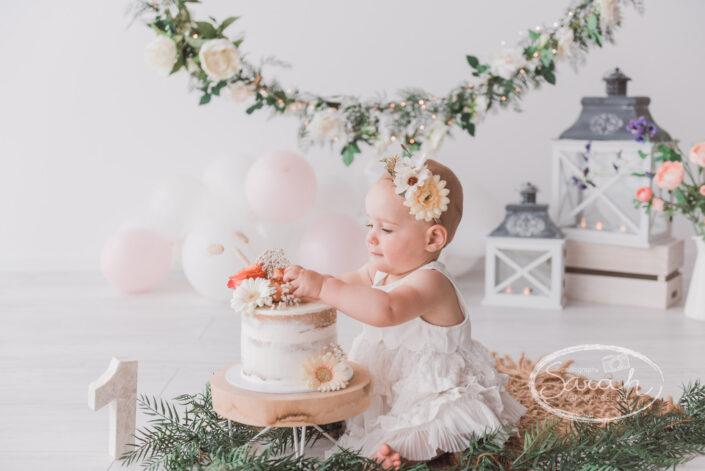 eerste verjaardag, taart, cakesmash M, boho, Sarah Van Ruyssevelt Photography